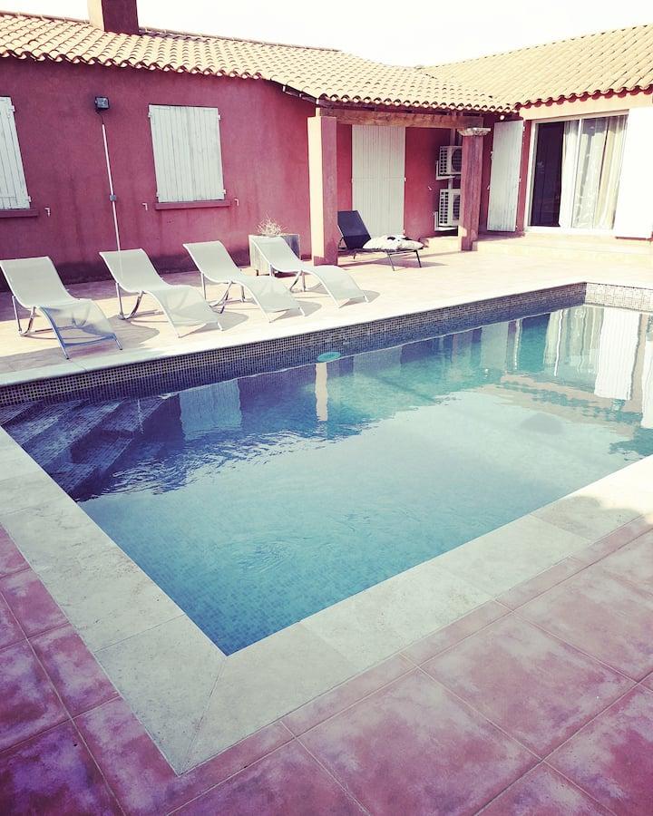 Villa avec piscine au calme dans la colline