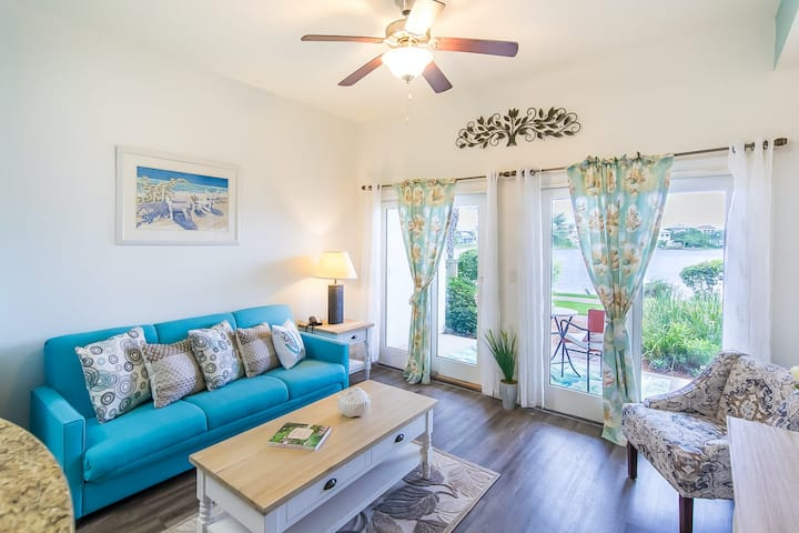 New listing! Adorable studio, dog friendly w/shared pool,hot tub, & beach access