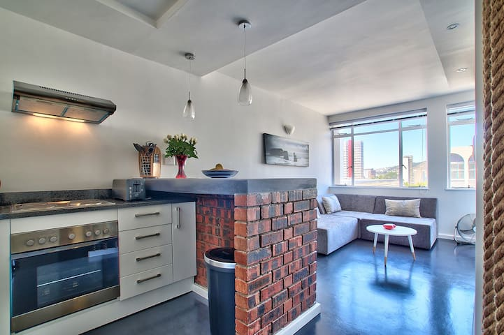 Urban & Modern Designer Apartment - central CPT