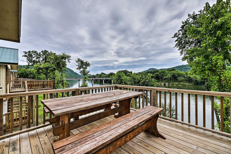 Escape to the fishing paradise of Mountain View, Arkansas!