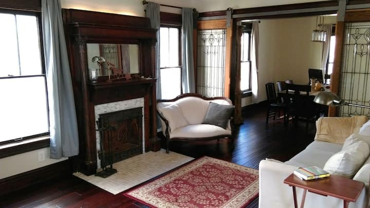 Eco-friendly Elm Cottage in historic Hyde Park