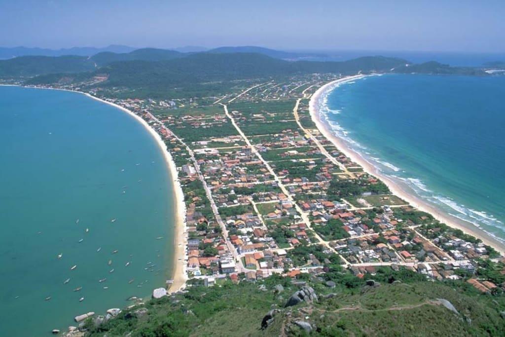 Visão geral praia de canto grande a esquerda e mariscal a direita