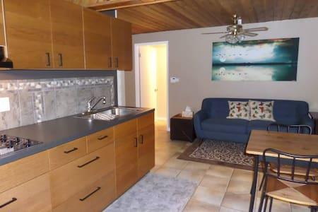 Cedar Suite @ Alpine Village Resort - Swansea Point - Lejlighed