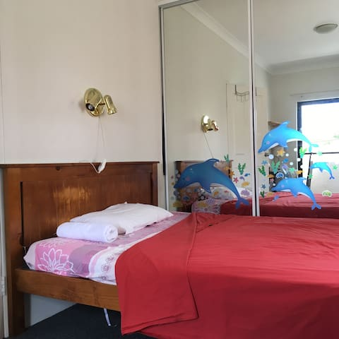 M's studyroom+wifi, solo balcony,no air-con - Parramatta - Townhouse