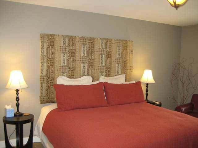 Willow Suite - Luxury Fireplace/Jacuzzi Suite