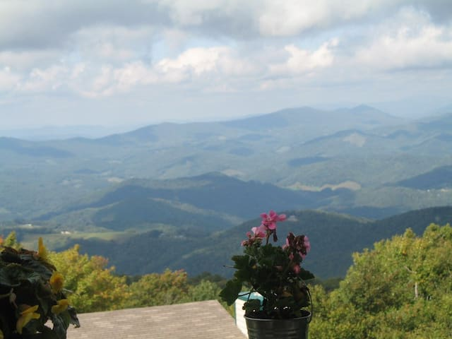 Large Luxury Mountain View Home - Beech Mountain - Stadswoning