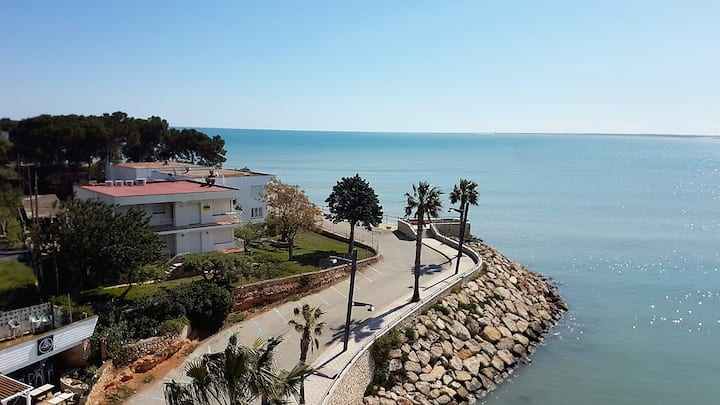 House in l'Ampolla with spectacular sea views