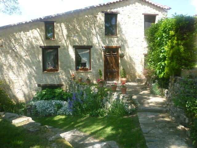 La Coumeto B&B in village , Languedoc Roussillon