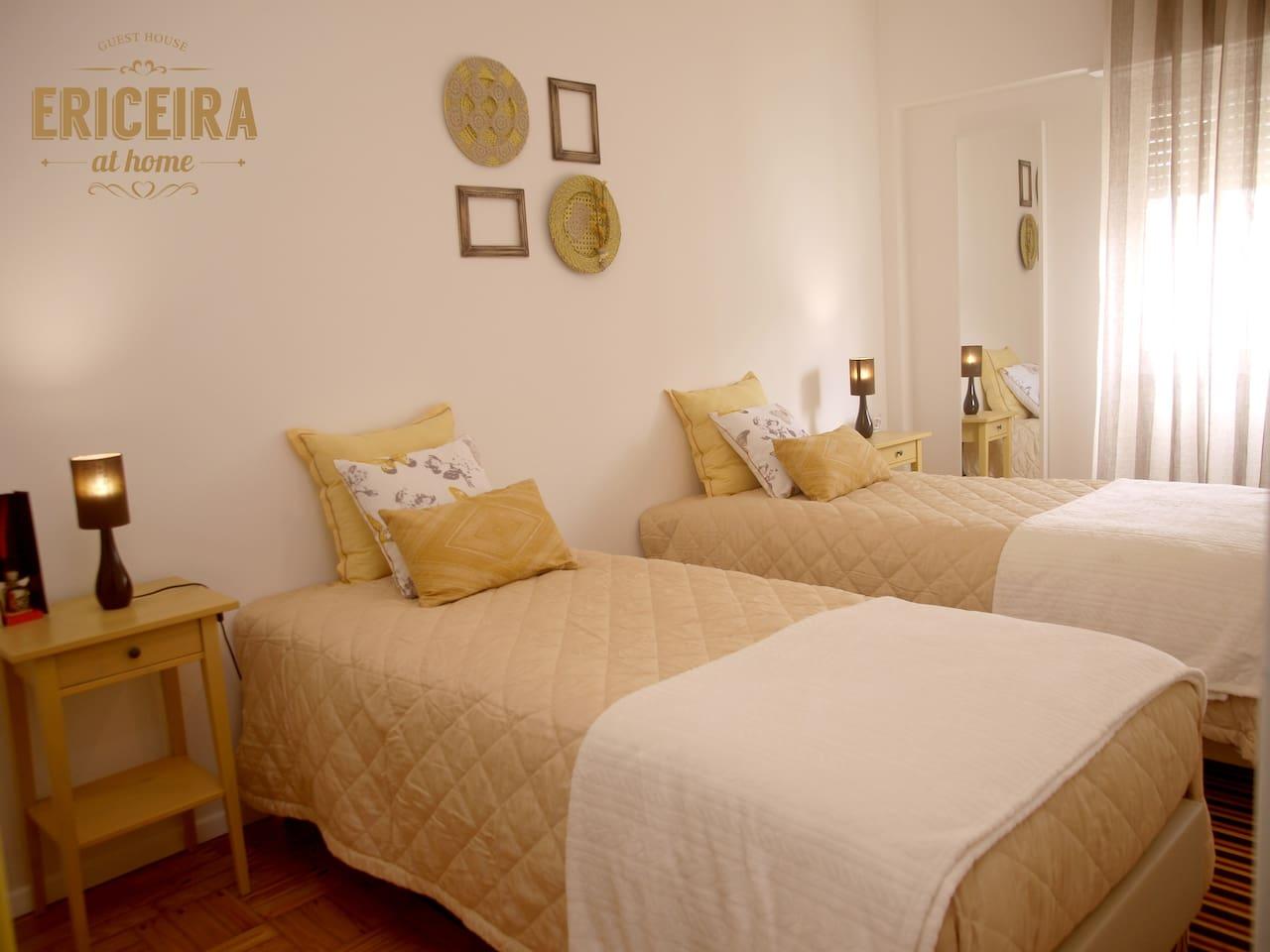 1: STARFISH room . 2 single beds