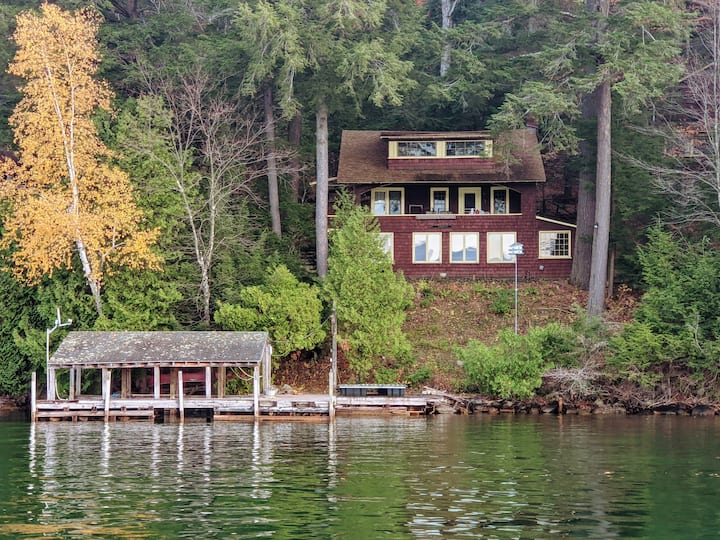 Private Lake George Lake Front, 2 kitchens, 2docks