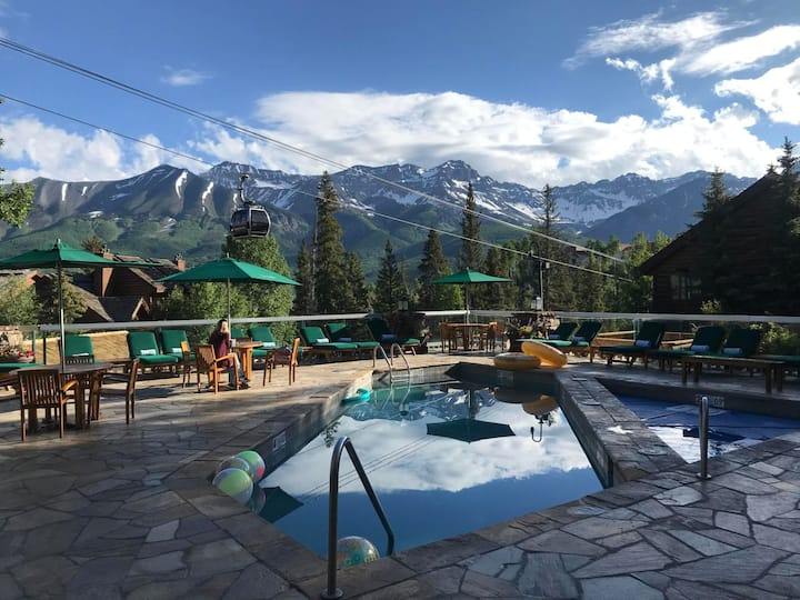 Incredibly Convenient Mountain Village Condo with Ski-in Ski-out Access, an Outdoor Pool, Hot Tubs & a Restaurant