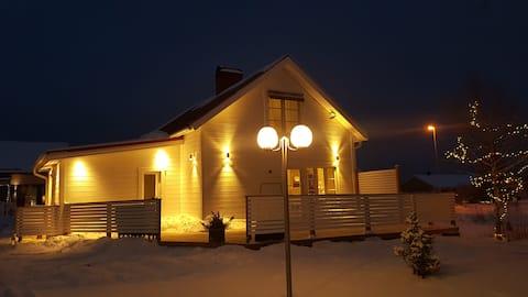 Privat villa med valg af hundeslædetur til icehotel.