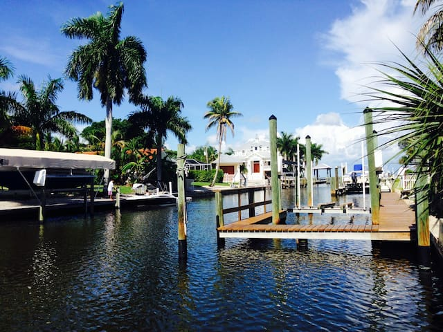 Waterfront Pool Home - Tropical Paradise - Fort Myers Beach - Hus