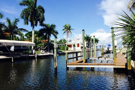 Waterfront Pool Home - Tropical Paradise - Fort Myers Beach - House