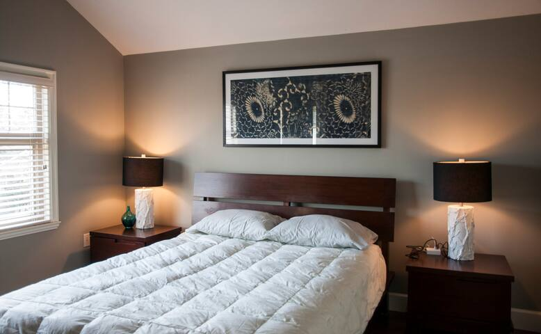 Modern Home, Private Room (#1)/Ensuite,15min to DT