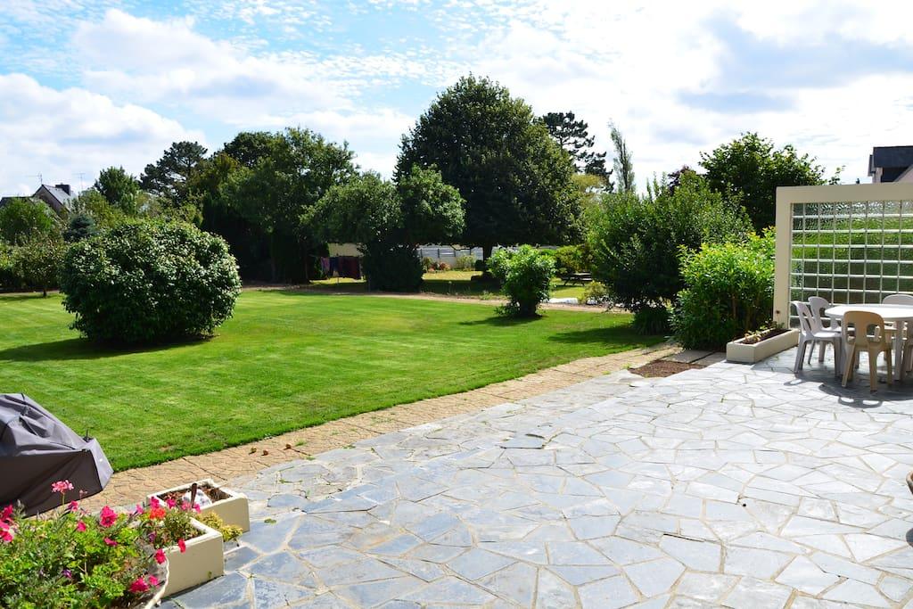 le jardin vu de la terrasse