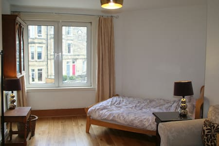 Central Cosy Double Room with garden view - เอดินเบิร์ก - อพาร์ทเมนท์