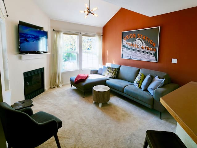 Blue Spruce House: Cozy Lounging in Boulder County