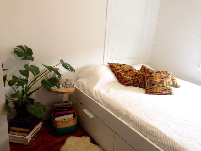 Cozy and Bright Room In Williamsburg