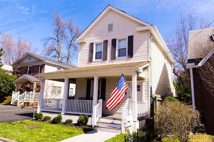 Arlington farmhouse w/easy access to everything DC