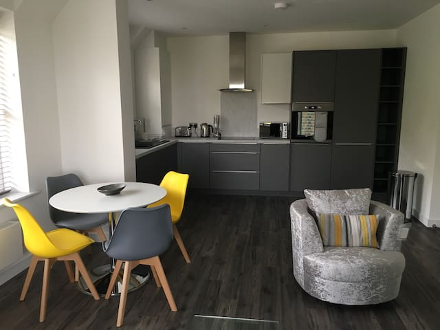 Impressive Newly Built 2 Bed Apartment