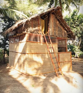 Bamboo bungalow with a sea view - Hubbangeri