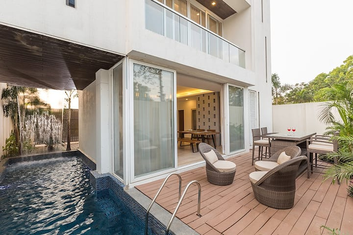 Cascades Villa 3BR with Private Pool & Lawn