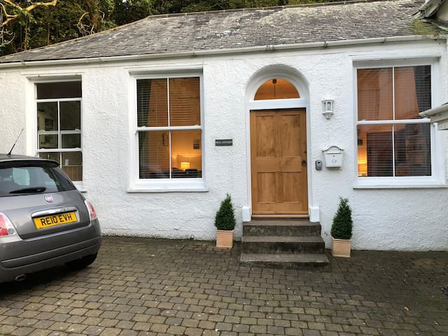 Traditional 1 bed cottage in secluded Lee bay
