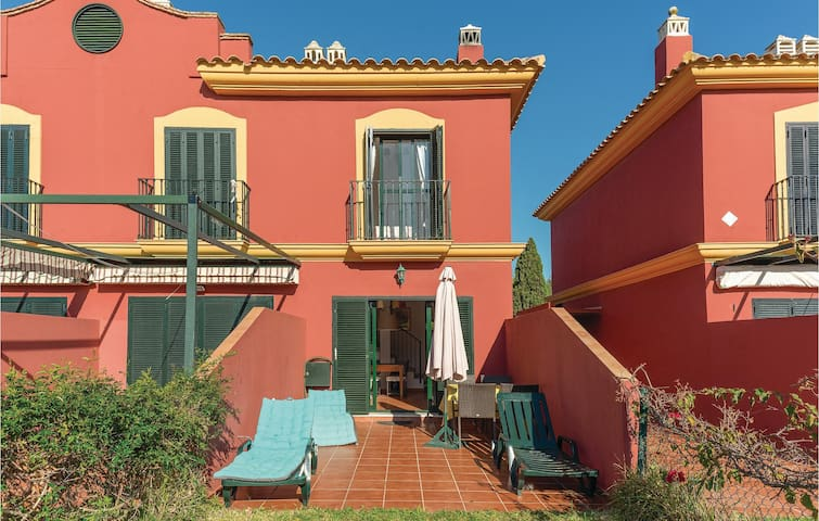 Semi-Detached with 2 bedrooms on 70m² in Isla Antilla
