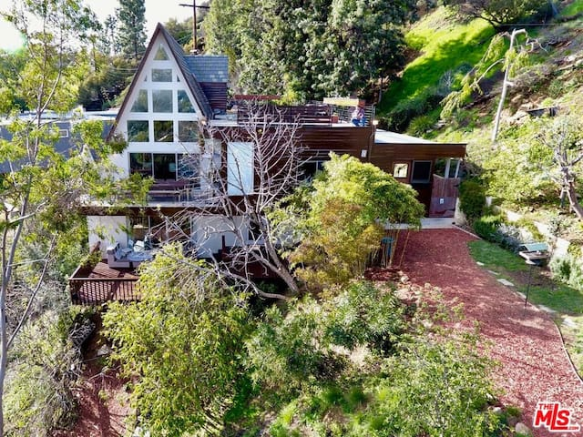 Eclectic Hollywood Hills A-Frame w/ Ample Deck Spc
