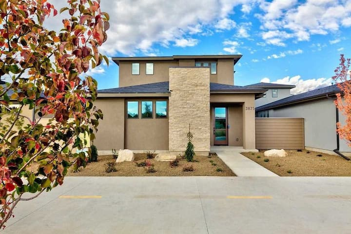 Boise's Greenbelt and river- stay at Harris Ranch!