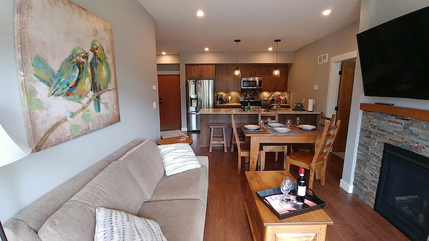 two bedroom, two bathroom townhome private hot tub