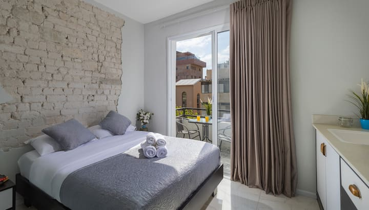 Modern Beach apartment with Balcony