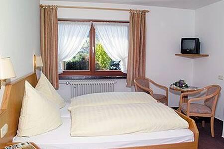Gasthof Hotel Rebstock, (Winden im Elztal), Dreibettzimmer Standard mit Dusche und WC