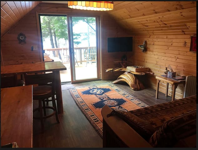 Beautiful loft cabin located on Plum Lake