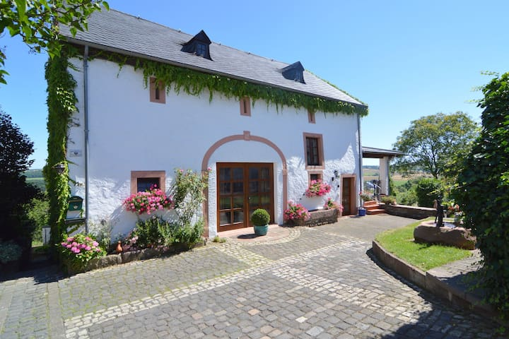 A beautiful, traditional holiday home surrounded by lovely scenery