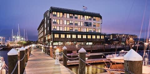 Inn on Longwharf Harbor View Unit