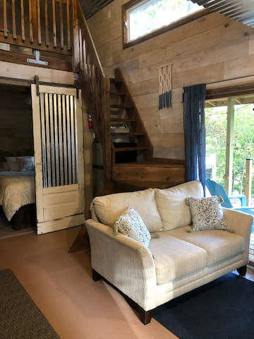 Adorable Tiny Lakefront Cabin at Lake of Egypt