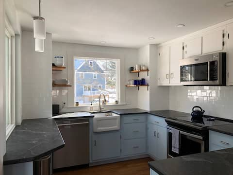 Updated Kittery 2BR, Walk to Foreside/Portsmouth