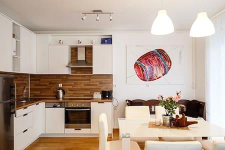 2 bedroom app with jacuzzi bath at Jarun Lake - Apartment