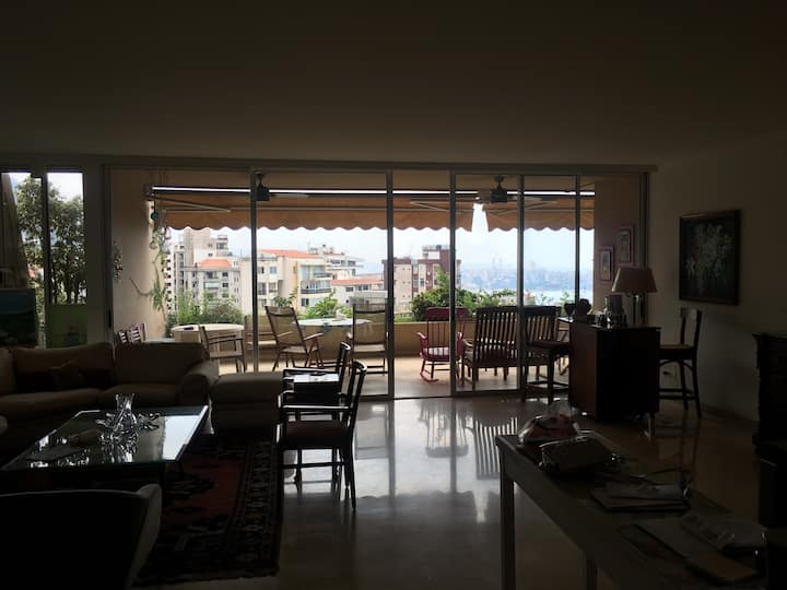 Peaceful 230 sqm apartment with panoramic view