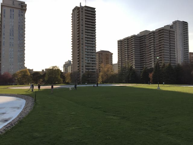 Toronto Yonge&St Clair 2 min walk from the Subway