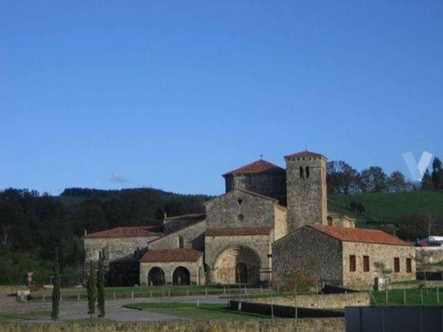 A 50 metros de la Colegiata Románica Siglo XII