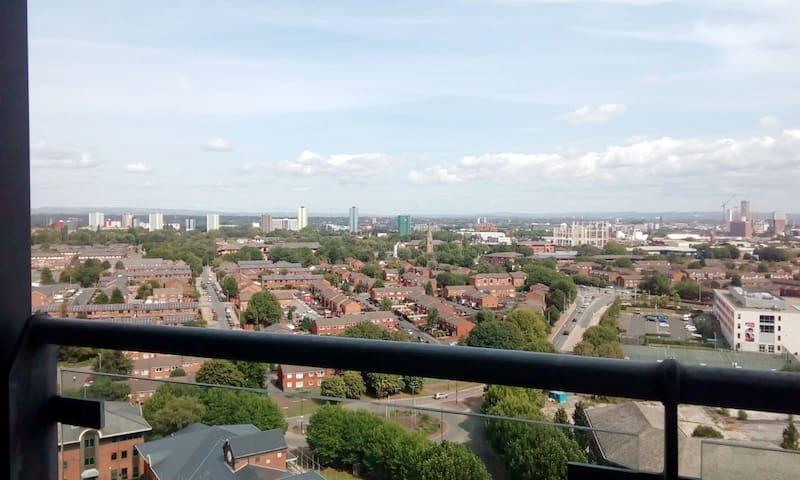 *Modern* *Fantastic View*  w/ Parking, MediaCityUK