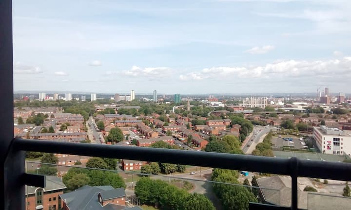 *Modern* *Fantastic View*  w/ Parking, MediaCityUK