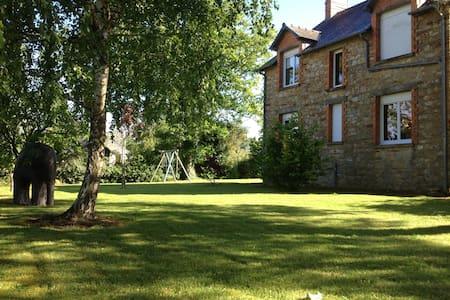 Maison traditionnelle Bretonne - Les Brulais - Rumah