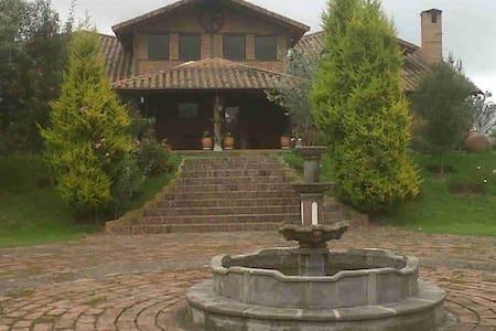 Casa de Campo faldas del Cotopaxi - Lasso
