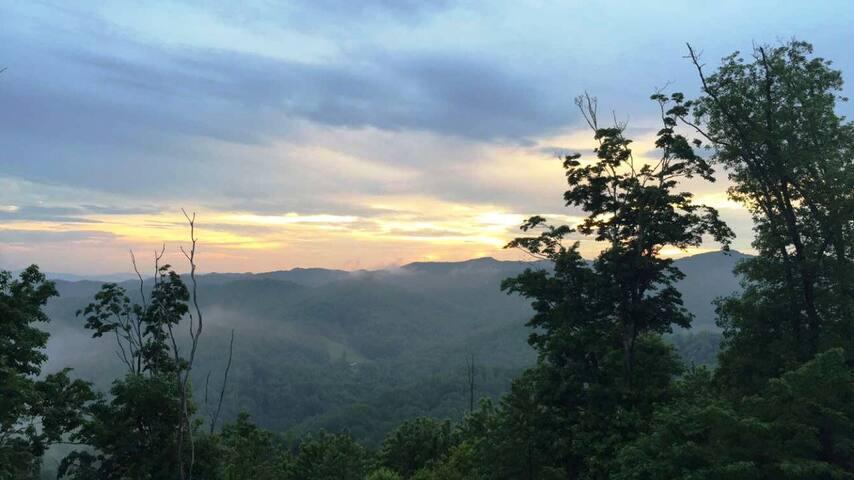 The Views at Wolf Ridge 303B (March Discounts!)