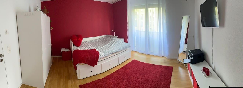 Helles Schlafzimmer + SmartTV + WC/Dusche near ✈️