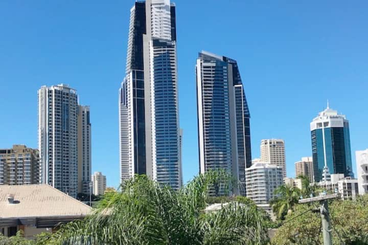 SURFERS PARADISE SKYLINE VIEWS FOREVER! Wifi.